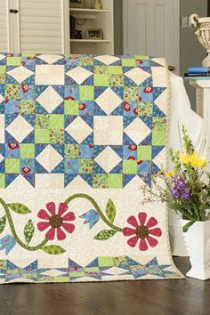 """Band of Blooms"" -  (From Quick Quilts magazine Aug'08)  Designed by Ann Weber"