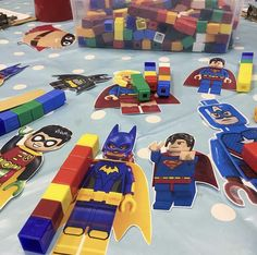 Measuring superhero's with cubes! Maths Eyfs, Eyfs Classroom, Eyfs Activities, Nursery Activities, Preschool Activities, Superhero Kindergarten, Superhero Classroom Theme, Super Hero Activities, Early Years Maths