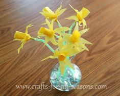 These tissue daffodils are super quick to make, and when you make a bunch of them they look really nice!