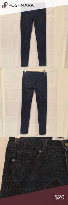 """Paige denim blue paisley Verdugo ultra skinny jean EUC. No rips, stains, tears, or holes. Paige denim blue paisley Verdugo ultra skinny jean. Typical 5-pocket style. 98% cotton, 2% elastane for a buy of stretch. Measurements (flat): waist 14"""", hip 16"""", rise 7.5"""" back rise 12.5"""", inseam 30"""", ankle opening 5"""". 3"""" zip fly with button closure. Machine wash inside out. No trades, please. Paige Jeans Jeans Skinny"""
