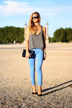 jeans fashion 26 Different ways to rock your favorite JEANS photos) Mode Style, Style Me, Edgy Style, Simple Style, Stylish Outfits, Cute Outfits, Urban Outfitters, Light Blue Pants, Paris Mode