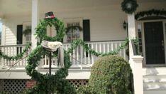 Make a Life-Sized Wreath Snowman (hgtv.com)