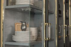 One of the kitchen's references to John Tradescant, the botanist and collector, is its cabinet-of-curiosities-inspired vitrine with glass corners and a gray interior of stained sycamore. Kitchen Decor Items, Kitchen Themes, Kitchen Ideas, Kitchen Designs, Bespoke Kitchens, Luxury Kitchens, Glass Shelves, Display Shelves, Shelving