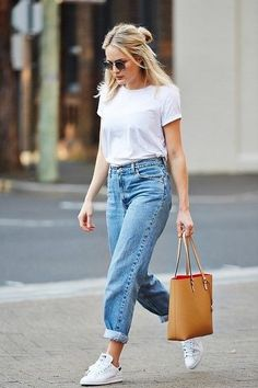 Image via We Heart It #camel #fashion #jeans #mom #outfit #sneakers #teeshirt #totebag #vintage #white #ootd #stylé