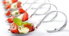Recette de Cuillères apéritives aux tomates, pesto léger et mozzarella. Facile et rapide à réaliser, goûteuse et diététique.