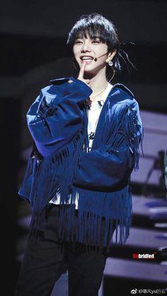 Hua Chen Yu Won Ho, Flowers, Fountain, Mars, Idol, Music, Celebrities, Musica, Guy Celebrities