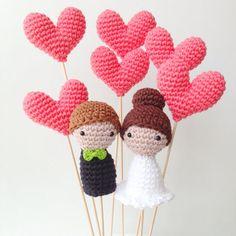 crochet cake topper http://weddingwonderland.it/2015/07/10-cake-topper-fatti-a-mano.html