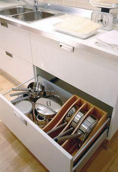 28 Ideas que te Ayudarán a Organizar tu Cocina Clever Kitchen Storage, Kitchen Drawer Organization, Kitchen Drawers, Kitchen Sets, New Kitchen, Kitchen Decor, Kitchen Cabinets, Kitchen Pantry, Pot Storage