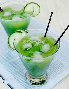 L'équation: jus de pastèque frais, jus de citron vert, jus de cranberry, eau pétillante On fait comment? Coupez et écrasez au fond d'un verre deux g...