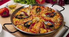 The original paella was not considered a seafood dish but had chicken, rabbit and pork. In the website attached more information about the types of paella, what is the classic one, and its origin. Shrimp Recipes For Dinner, Shrimp Recipes Easy, Seafood Recipes, Cooking Recipes, Shellfish Recipes, What's Cooking, Best Paella Recipe, Vegetarian Paella, Seafood Paella
