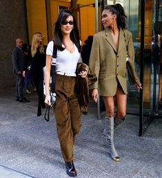 Bella Hadid wearing a white top with brown suede pants and tiny sunglasses. Cindy Bruna opted for a blazer dress with thigh-high boots. Source by marymac_webb Dress bella hadid Bella Hadid Outfits, Bella Hadid Style, Formal Dresses For Teens, Formal Gowns, Elegant Dresses, Suede Pants, Model Street Style, Backless Prom Dresses, Blazer Dress