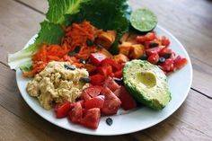Tomato, squash, red bell pepper, avocado, carrot, romaine lettuce, white bean mash, topped with lime juice and pepper