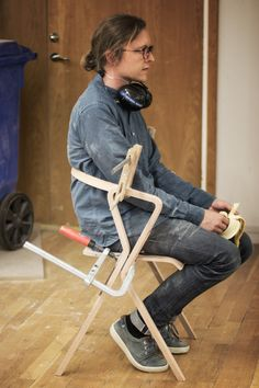 """How do we relate to the objects around us?""""LOOP"""" explores the functional and emotional relationships between the users and the object. Breastfeeding Chair, Mechanical Design, Design Process, Furniture Design, Design Inspiration, How To Make, Objects, Behance, Templates"""