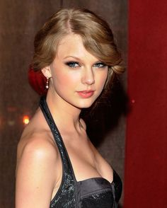 Taylor Swift at the Annual BMI Country Music Awards, Nashville (November Taylor Swift 2010, Photos Of Taylor Swift, American Music Awards, Taylor Swift Wallpaper, Beautiful Young Lady, Beautiful Women, Hottest Photos, Role Models, Celebs