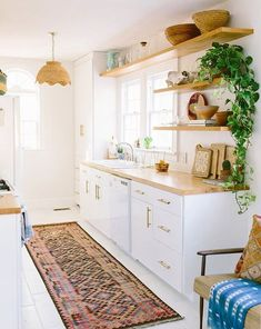 Lovely Bohemian Kitchen Decor for Cozy Kitchen Inspiration - Home decor cozy Bohemian Kitchen Decor, Home Decor Kitchen, Home Kitchens, Kitchen Ideas, Country Kitchens, Hippie Kitchen, Bohemian Decor, Boho Chic, Cozy Kitchen