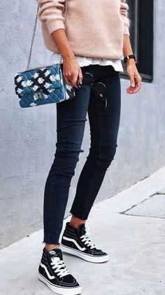 5722aecf9d street style. skinny jeans. vans sneakers. knit. Vans Schwarz