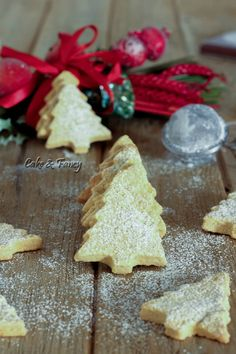 Biscotti di Natale all'arancia - Golosissimi e veloci da fare / Cake & Fancy Beautiful Wedding Cakes, Gorgeous Cakes, Delicious Desserts, Yummy Food, Biscotti Cookies, Christmas Dishes, Learn To Cook, Cute Cakes, Buffet