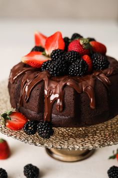 A simple vegan chocolate cake recipe that's easy and healthy — with no complicated steps! Super moist, decadent and made in one bowl. It really is a chocolate lover's dream. Chocolate Lovers, Vegan Chocolate, Melting Chocolate, Chocolate Cake, Chocolate Heaven, Icing Recipe, Dessert Bread, Vegan Cake, Delicious Desserts