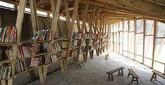 The Pinch community library in China turns a roof into a playground biblioteca espacio madera Floating Bookshelves, Wood Bookshelves, Timber Roof, Roof Trusses, Wood Structure, Building Structure, Wooden Architecture, Interior Architecture, Architecture Models