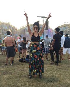 Good Vibes com a super charmosa @prisimoes arrasando com nossa saia estampada direto do #Tommorowland2016#BeCoolBeYou #TôDeLebôh