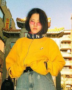 Korean Fashion – How to Dress up Korean Style – Designer Fashion Tips Look Fashion, 90s Fashion, Korean Fashion, Fashion Outfits, Style Année 90, Mode Style, Mode Grunge, Look Vintage, Vintage Yellow