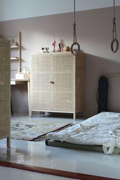 Floor mattress with gymnast rings Bedroom Themes, Kids Bedroom, Bedroom Decor, Baby Bedroom, Bedroom Ideas, Gymnastics Bedroom, Scandinavian Kids Rooms, Mattress On Floor, Toddler Rooms