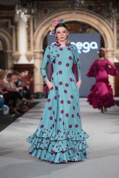 Aranega - We Love Flamenco 2018 - Sevilla Flamenco Costume, Spanish Fashion, Dress Indian Style, Frill Dress, Clothing Patterns, Indian Fashion, Beautiful Dresses, Fashion Dresses, Gowns