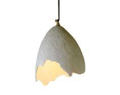 egg pendant light, burlap and plaster. Interieurs.