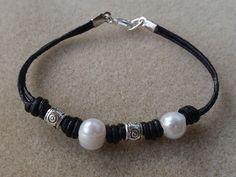 Leather bracelet (1mm?) using pearls and metal tubes (hole 2mm) -  Pulsera de cuero, perlas y tubos metálicos- de Marifalla 1997 (Flickr)