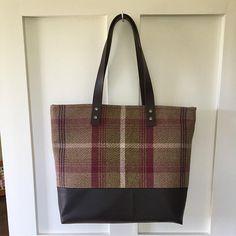 Marvelous Make a Hobo Bag Ideas. All Time Favorite Make a Hobo Bag Ideas. Fleece Fabric, Cotton Fabric, Handmade Purses, Cute Bags, Green Bag, Leather Handle, Hobo Bag, Sewing Patterns, Bag Patterns