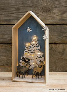 Your story in a box Christmas Home, Christmas Crafts, Christmas Decorations, Licht Box, Tree Sculpture, Wood Glass, Tree Wall, Pictures To Paint, Xmas Tree