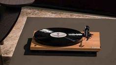 Ecco i giradischi smart (con Bluetooth) Pro-Ject Juke Box S2 e Como Audio Bluetooth Turntable FABRIZIO FERRARA - A mio avviso, il ritorno in auge del vinile beneficerà non poco dei giradischi smart, come quelli Como Audio e Pro-Ject, che vanno ad aggiungersi a quello di Sony: la qualità tecnica e la cura è da modelli vecchia scuola ma, grazie alla presenza di piccole chicche hi-tech, è possibile guadagnare alla causa anche coloro che ritengono irrinunciabile il ricorso ai Arduino, Tivoli Audio, Home Music, Monitor, Electronic, Juke Box, Turntable, Bluetooth, Gadgets