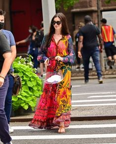 Actriz Anne Hathaway, Top Kimono, Lace Skirt, Skirts, Outfits, Tops, Dresses, Women, Fashion
