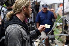 Thor: Ragnarök - Novas fotos do set sugerem ligação com Doutor Estranho…