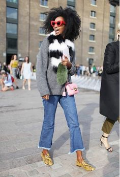 20 Cool Winter Outfits With Crop Jeans - Styleoholic London Fashion Weeks, Street Style Jeans, Street Chic, Paris Street, Fashion Images, Fashion News, Tokyo Fashion, Street Fashion, London Stil