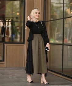 Combination Tricks Hijab Vintage For Women Modest Fashion Hijab, Modern Hijab Fashion, Street Hijab Fashion, Hijab Fashion Inspiration, Islamic Fashion, Muslim Fashion, Look Fashion, Skirt Fashion, Fashion Outfits