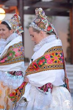 Pictures of lost world Folk Clothing, Historical Clothing, Contemporary Decorative Art, Bohemia Dress, Costumes Around The World, Folk Dance, Folk Costume, Fashion Fabric, Czech Republic