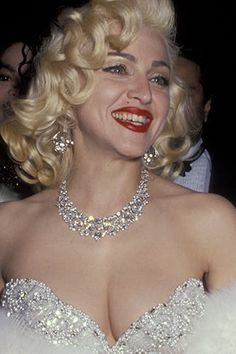 The 50 Best Red Carpet Beauty Moments of the Century Reduce Thigh Fat, Exercise To Reduce Thighs, Lady Madonna, Italian Beauty, Kiss Makeup, Celebs, Celebrities, Marilyn Monroe, Pretty Woman