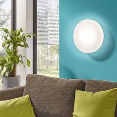 Beramo flerfunksjonell LED Tak-/Vegglampe - Beramo er en meget smart serie LED lamper fra Eglo. Lampene kan brukes både på vegg og i tak og de har en del finesser som gjør de svært anvendelige. Beramo kommer med en fjernkontroll hvor du kan justere lystemperaturen fra 2700 - 5000K, fra varm til kald. Den gir deg også muligheten til å dimme lyset fra 10 - 100% og har både nattlys-, timer- og minne-funksjon. Beramo er produsert i 3 str. i stål og plast, begge med hvit utførelse.