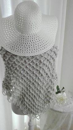Een persoonlijke favoriet uit mijn Etsy shop https://www.etsy.com/nl/listing/470574644/crochet-bridal-shawl
