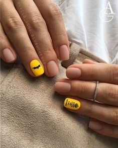 Yellow acrylic short square nails design for summer nails, Yellow gel nails des… - Summer Nail Ideen Square Nail Designs, Short Nail Designs, Nail Designs Spring, Yellow Nails Design, Yellow Nail Art, Pastel Yellow, Long Gel Nails, Short Nails, Acrylic Nail Designs