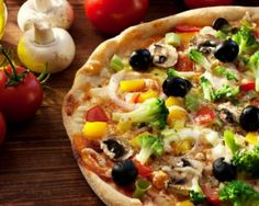 Do you want to get recipe for Vegetable Pizza? At Times Food Learn how to make Veg Pizza Step by Step, Prep Time, Cook Time and required ingredients. Healthy Chicken Dinner, Healthy Chicken Recipes, Easy Healthy Recipes, Vegetable Recipes, Vegetable Pizza, Veg Pizza Recipe, Pizza Recipes, Eating Vegetables, Chicken And Vegetables