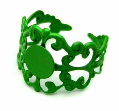 Ring Blank : 1 piece Kelly Green Adjustable Metal Filigree Ring Component with Glue Pad
