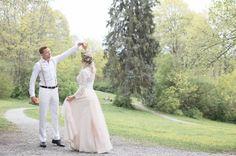 Medverkade i en wedding workshop. Tyllkjol Line i ljust, ljust rosa och spetstopp Emma. Fotograf Cecilia Pihl