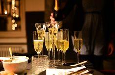 30 originálních přání k narozeninám, kterými potěšíte každého Rose Champagne, Champagne Cocktail, Sparkling Wine, Moet Chandon, Vino Moscato, Louis Roederer, Summer Wedding Favors, Wedding Ideas, Garden Of Words