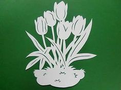 Tulpen-filigran-Fensterbild-aus-Tonkarton Diy And Crafts, Arts And Crafts, Daycare Crafts, Scroll Saw Patterns, Paper Stars, Silhouette Cameo Projects, Stained Glass Patterns, Cross Stitch Flowers, Kirigami