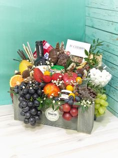 Edible Fruit Arrangements, Edible Bouquets, Ikebana Arrangements, Fruit Flower Basket, Flower Boxes, Fruit Hampers, Gift Hampers, Craft Sites, Diy Gift Baskets