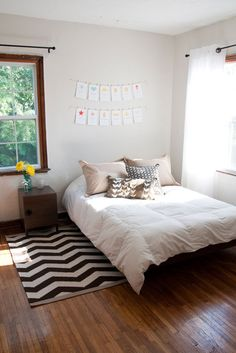 I love white wall rooms that still have a personality :) #stripes #white_walls
