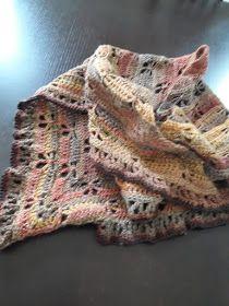 Au Crochet qui m'aille...: Mon châle libellule Poncho Crochet, Cute Crochet, Yarn Needle, Lana, Motifs, Blanket, Knitting, Crafts, Accessories