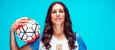 After finally seizing the spotlight with her World Cup hat trick, Carli Lloyd has a new trick in mind: becoming the best soccer player ever. World Football, Football Soccer, Carli Lloyd, World Cup Champions, Professional Soccer, Good Soccer Players, Association Football, Soccer Skills, Rio Olympics 2016